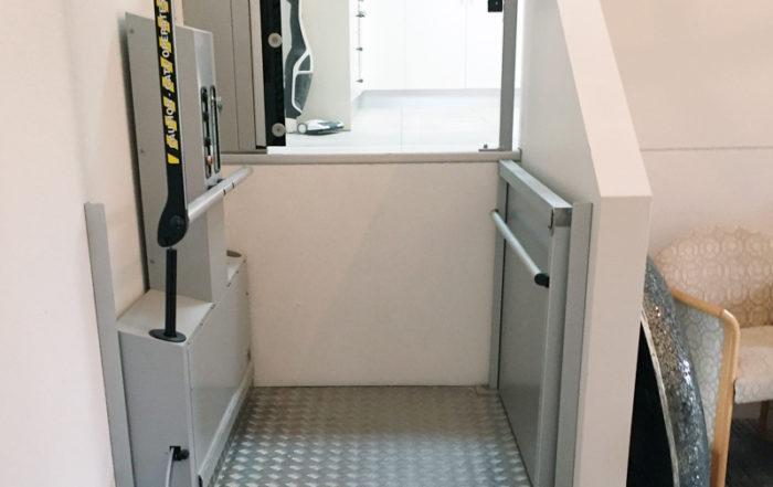 Jasa Pembuatan Lift Rumah Sederhana Khusus Kursi Roda