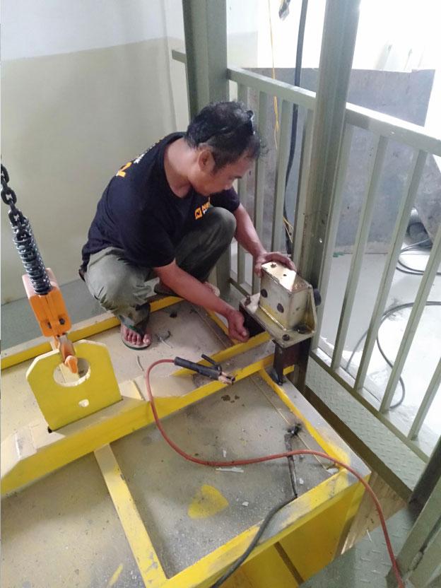 Lift Barang 2 Ton Varash Bali 2
